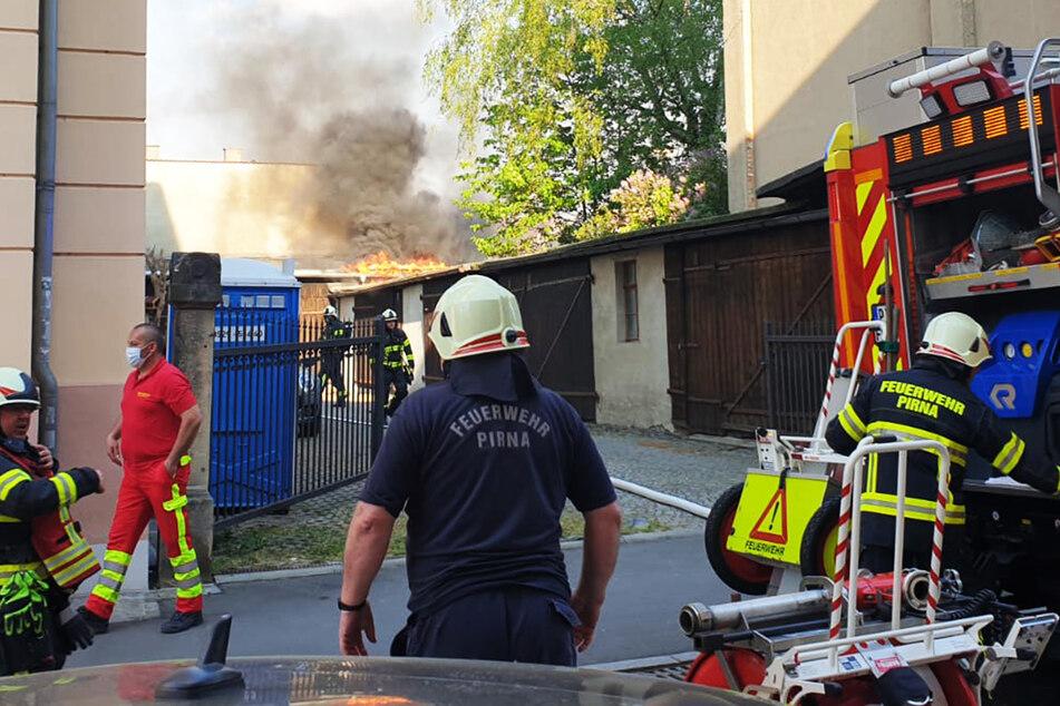 Mit einem Großaufgebot waren die Feuerwehrleute am Brandherd im Einsatz.