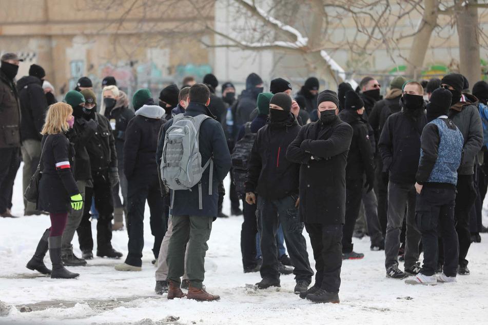 Rechte Demonstranten haben sich versammelt.