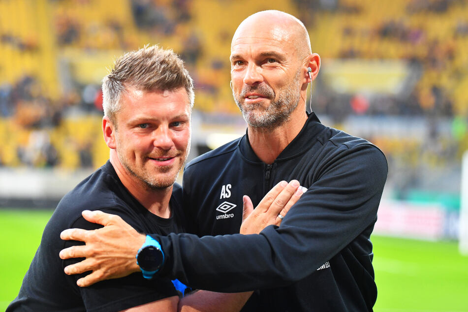 Drei Wochen nach dem Pokalspiel treffen die Taktikfüchse Lukas Kwasniok (40, l.) und Alexander Schmidt (52) erneut aufeinander.