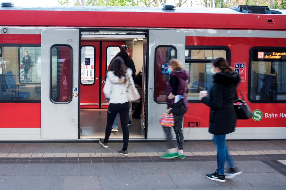 Antisemitismus: Jugendliche pöbeln und spucken Juden in S-Bahn an