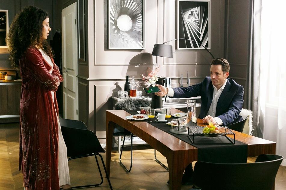 Malu ist wieder einmal sauer auf ihren Mann Justus. Was hatte er wirklich mit Isabelle zu besprechen?