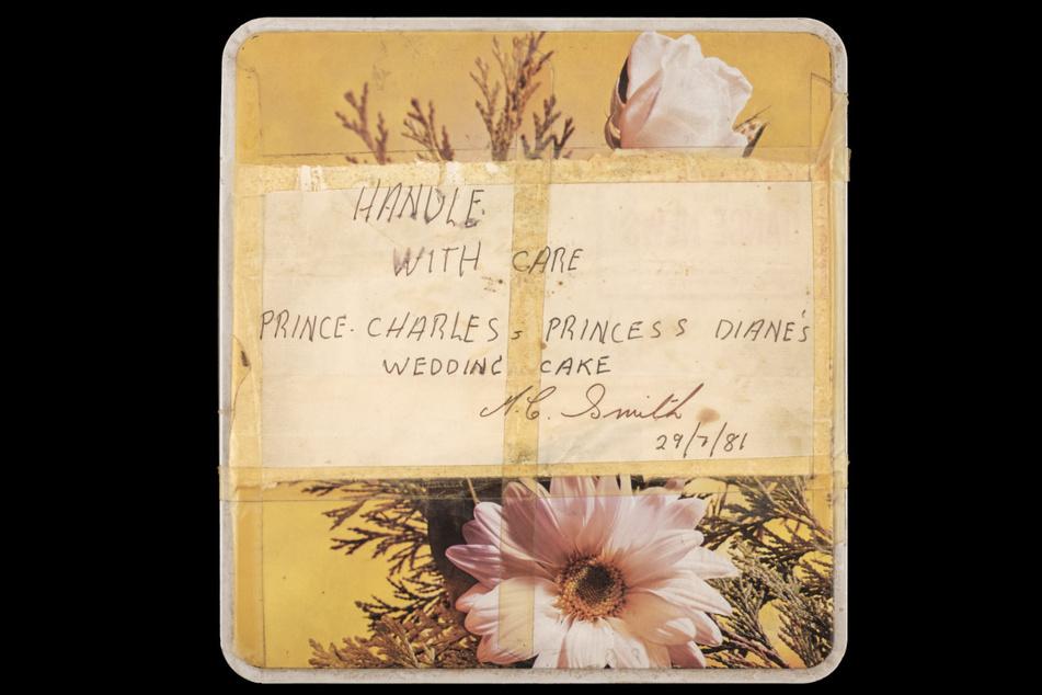 In dieser Dose wurde das Stück Hochzeitstorte 40 Jahre lang aufbewahrt.