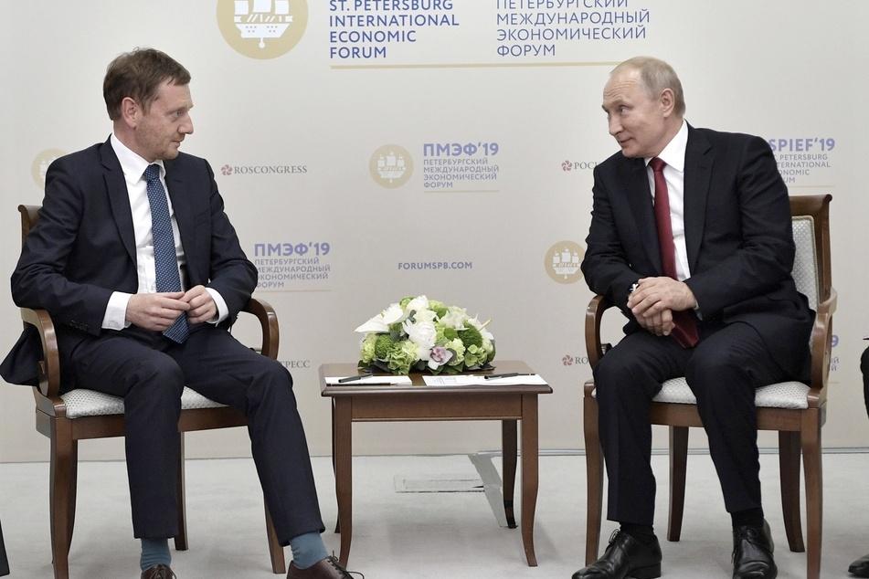 Kretschmer und der russische Präsident Wladimir Putin (68) sprachen auch schon im Juni 2019 im Rahmen des Internationalen Wirtschaftsforums in St. Petersburg miteinander.