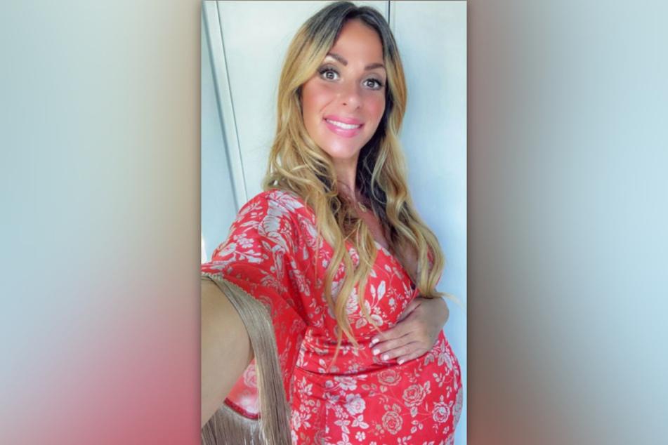 Gülcan Kamps (39) präsentiert ihre stattliche Babykugel.