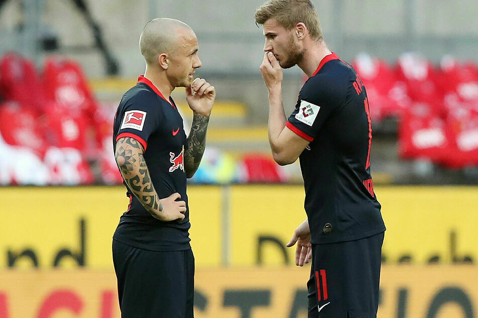 Tüfteln Angelino (l.) und Timo Werner hier aus, wie sie RB Leipzig erneut in die Champions League bringen?