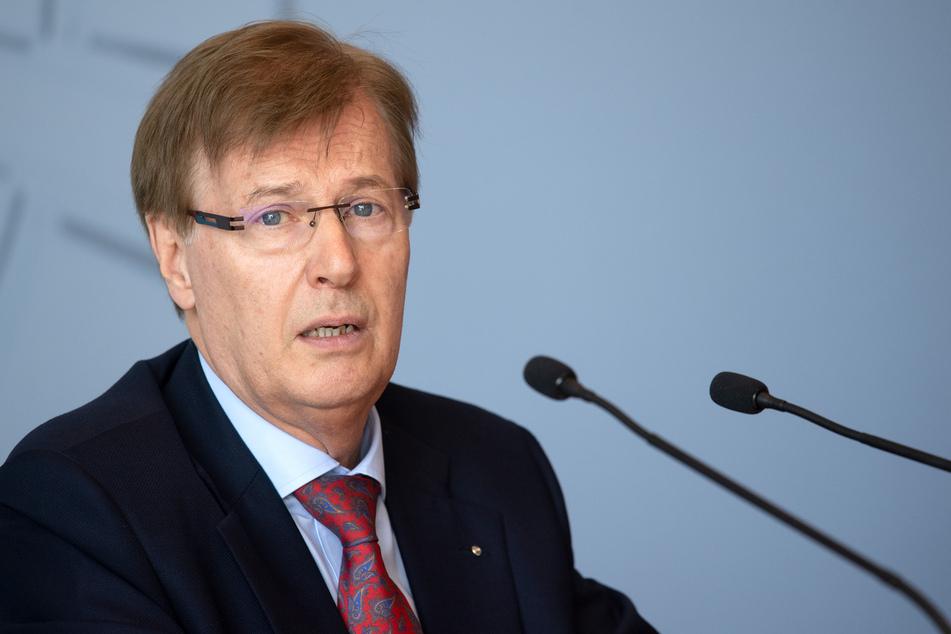 NRW-Justizminister Peter Bisesenbach (72).