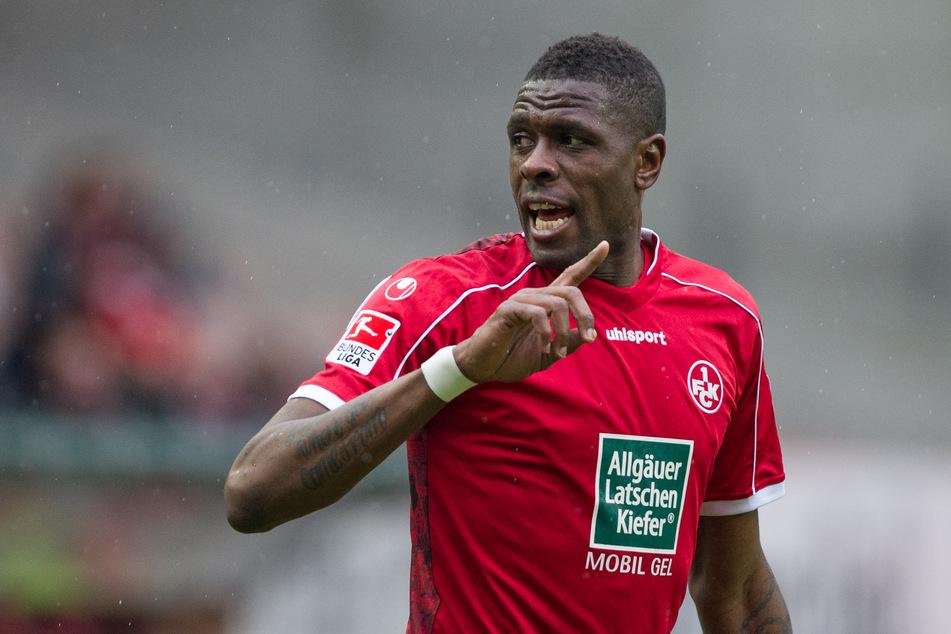 Wandervogel Mo Idrissou hat nach Abschiebehaft neuen Klub gefunden!