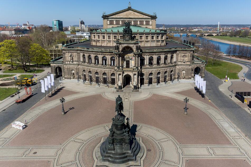 Ein Blick auf die Altstadt mit der Semperoper auf dem Theaterplatz.