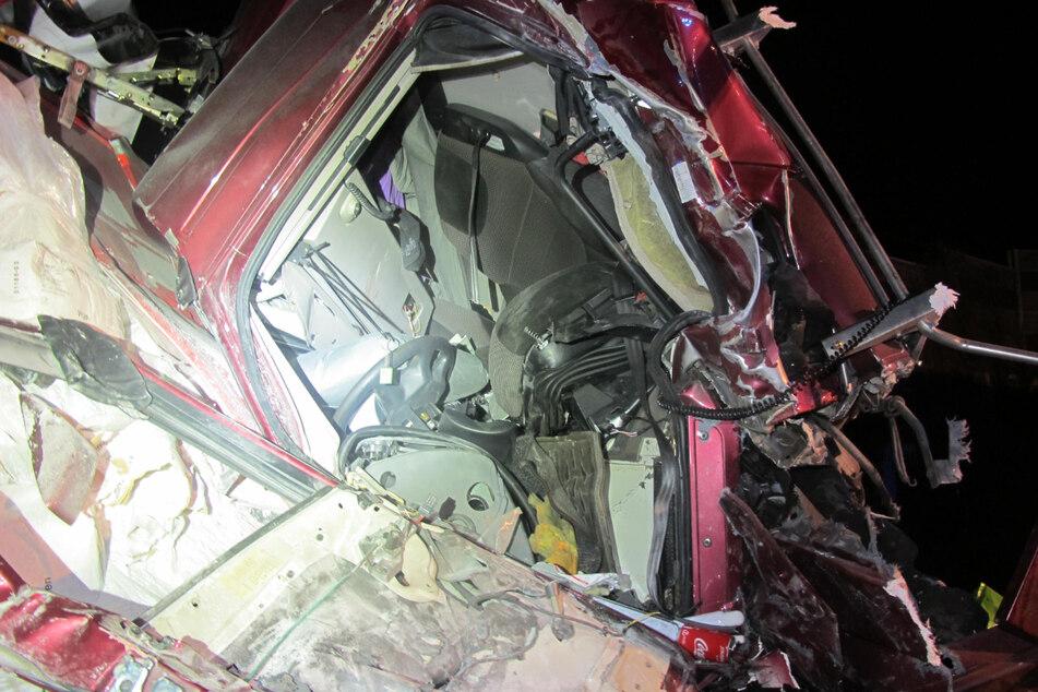 Nach tödlichem Unfall kracht erneut ein Lastwagen in Stauende auf A1