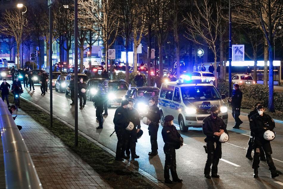 """Vor rund einem Monat haben Impfgegnern der sogenannten """"Querdenken""""-Bewegung einen Autokorso in Dortmund veranstaltet. Eine erneute Demo wurde nun verboten."""