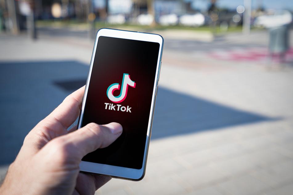 Auf dem sozialen Netzwerk TikTok kursieren immer wieder neue sogenannte Challenges, bei denen sich die Nutzer gegenseitig herausfordern.