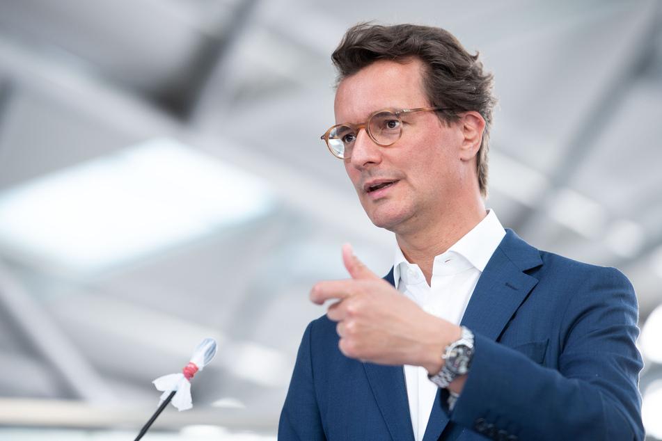"""Laut NRW-Verkehrsminister Hendrik Wüst (45, CDU) soll das Fahrrad eine """"alltagstaugliche Alternative zum Auto"""" werden."""