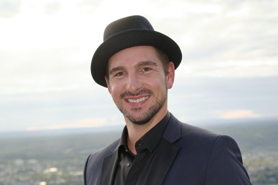 Für Schauspieler Benjamin Piwko (41) macht die Liebe nicht vor körperlichen Unterschieden Halt.