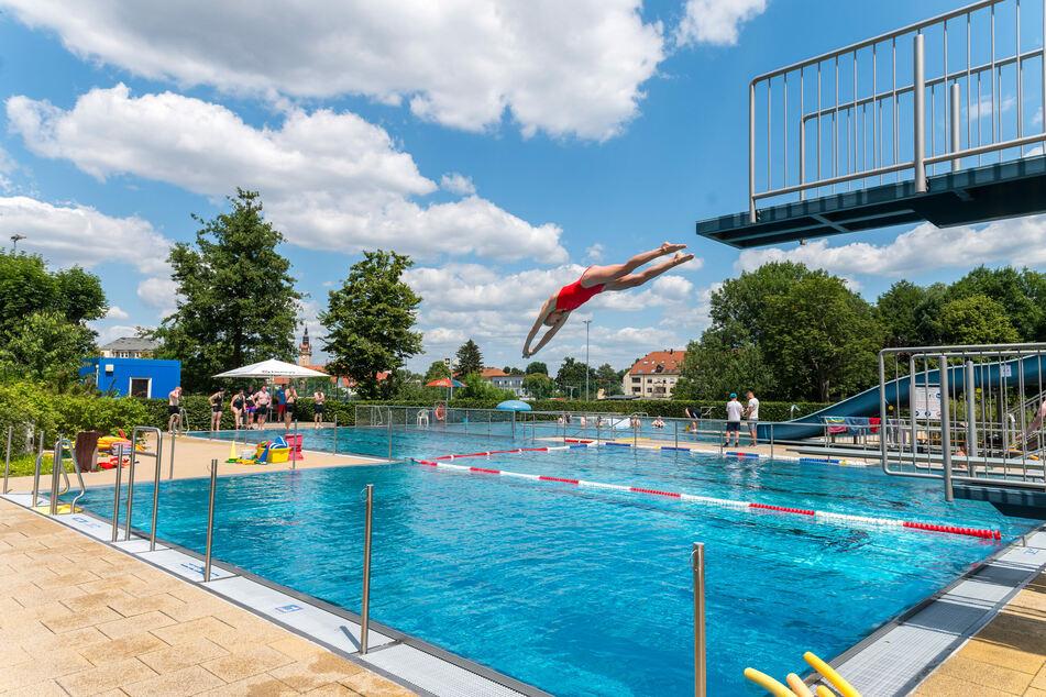 Die Dresdner Schwimmbäder - wie zum Beispiel hier das Freibad Cotta - wollen trotz Pandemie öffnen.