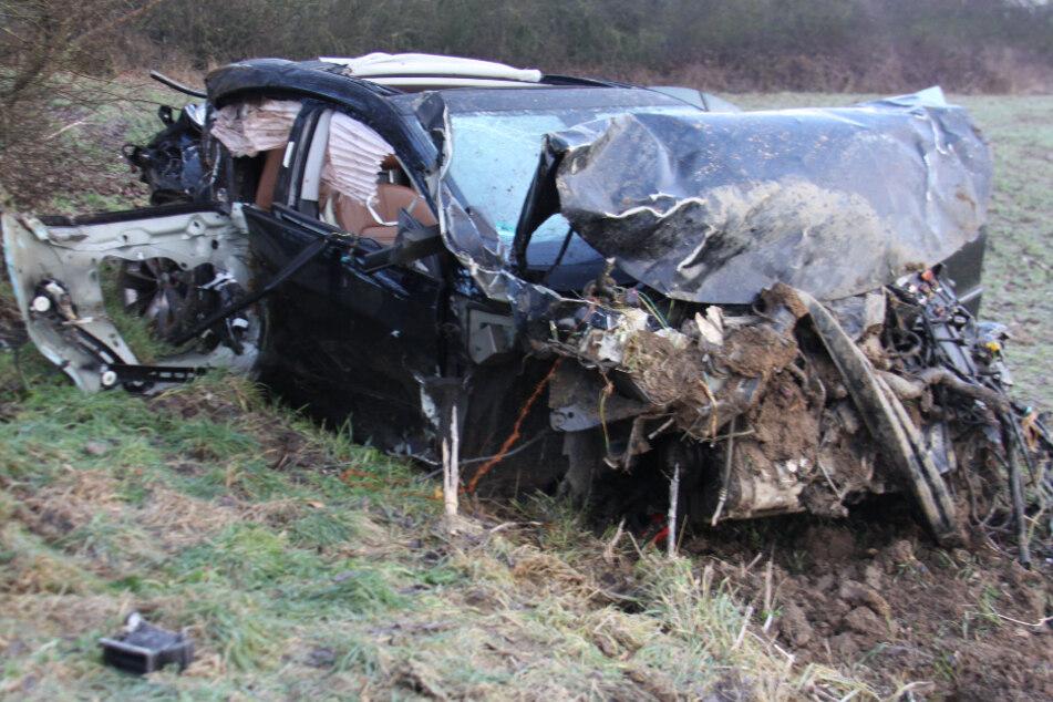 Tödlicher Unfall auf A9: Mann kommt von Straße ab und wird aus Auto geschleudert