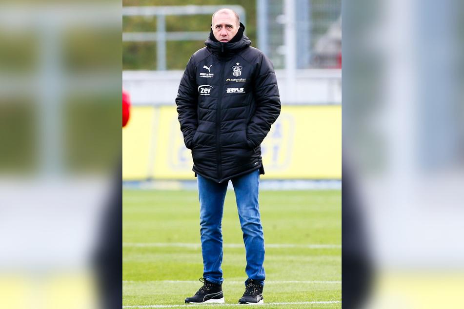 Nur drei Trainer sind länger im Amt als er: FSV-Coach Joe Enochs (49).