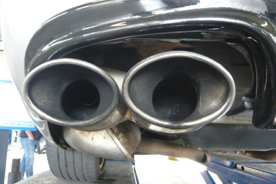 Die Auspuffanlage des Mercedes Benz war unzulässig angeschweißt worden.