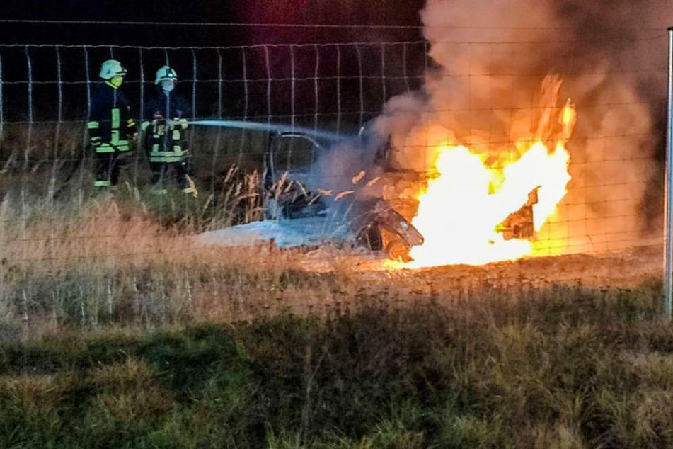 Berlin: Auto durchbricht Wildschutzzaun an der A9 und brennt aus