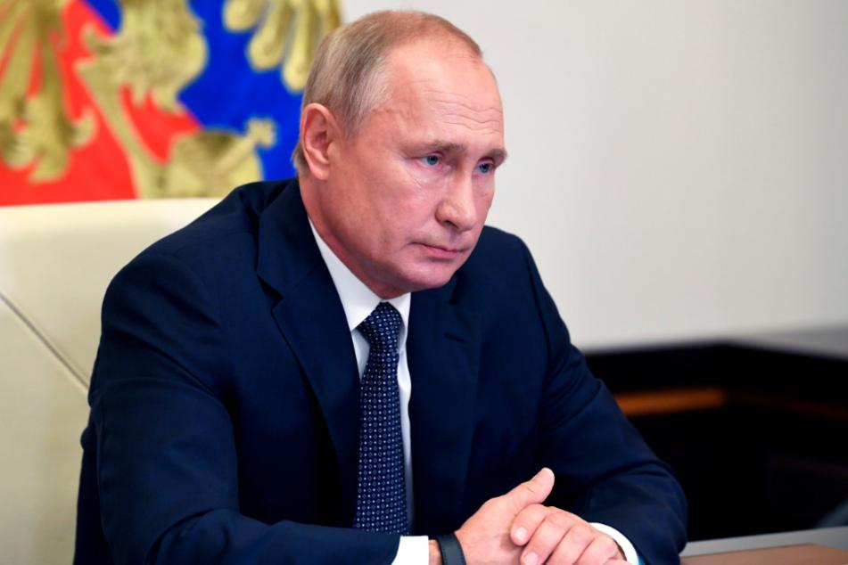 Wladimir Putin nimmt von seiner Vorstadtresidenz Nowo-Ogarjowo aus an einer Kabinettssitzung teil.