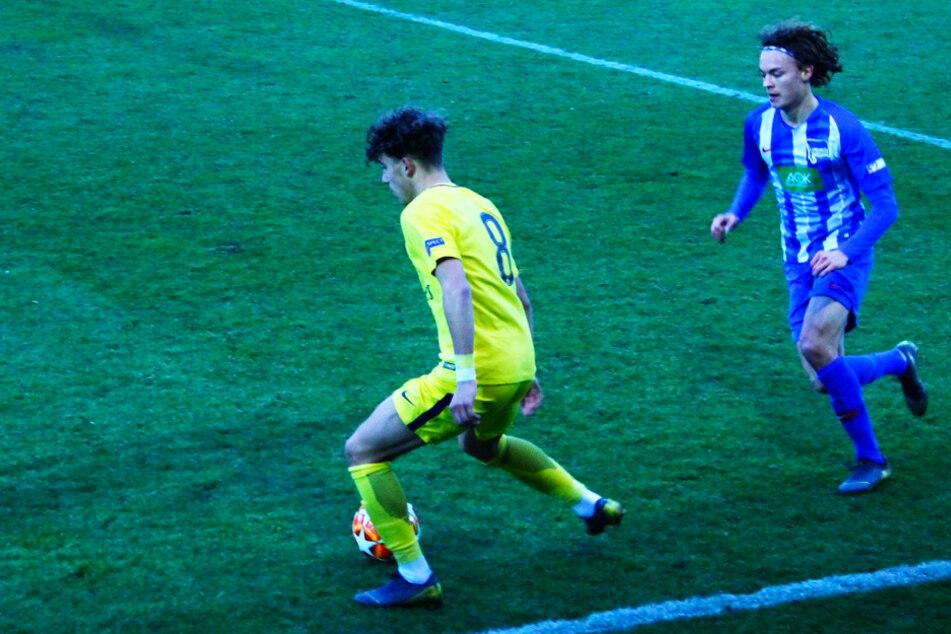 Zog die Fäden, konnte das Ausscheiden aber nicht verhindern: Adil Aouchiche (l.) verlor mit PSG am 19. Februar 2019 in der Youth-League-Zwischenrunde bei Hertha BSC mit 1:2.