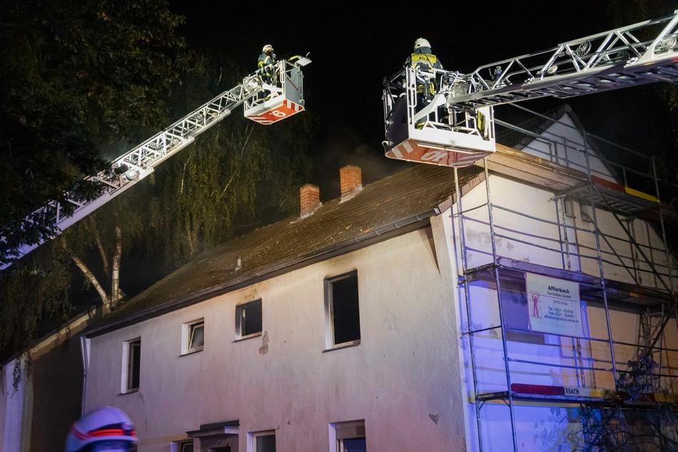 Gegen 00.59 Uhr wurden die Kameraden über das Feuer im ersten Obergeschoss informiert und konnten es anschließend schnell unter Kontrolle bringen.
