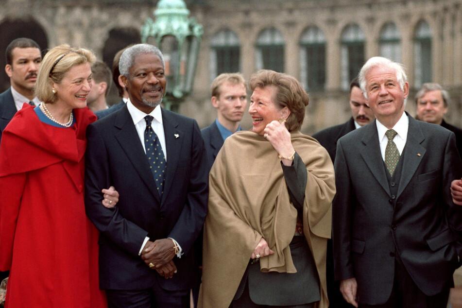 Der damalige UN-Generalsekretär Kofi Annan erkundete 1999 mit den Biedenkopfs den Zwinger.