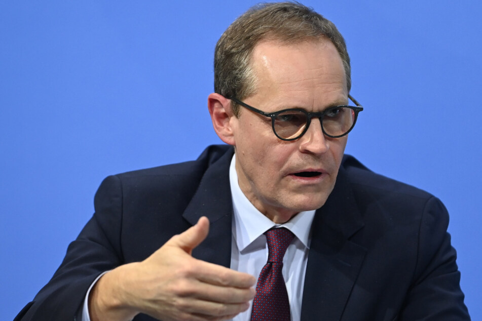 Berlins Regierender Bürgermeister Michael Müller (SPD) gibt eine Pressekonferenz zu den Ergebnissen der Bund-Länder-Beratungen zu weiteren Corona-Maßnahmen.