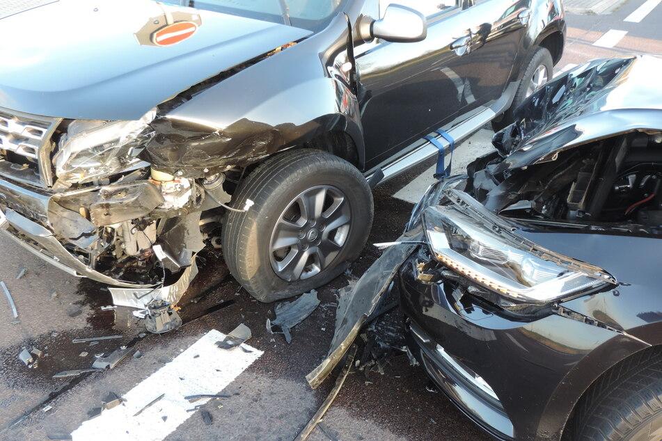 Eine Verletzte: Autos rauschen beim Abbiegen ineinander