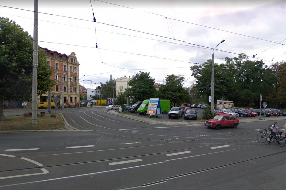 Statt Parkplatz soll hier nun eine Grünfläche entstehen: Leipzig hat am Donnerstag die Connewitzer Spitze erworben.