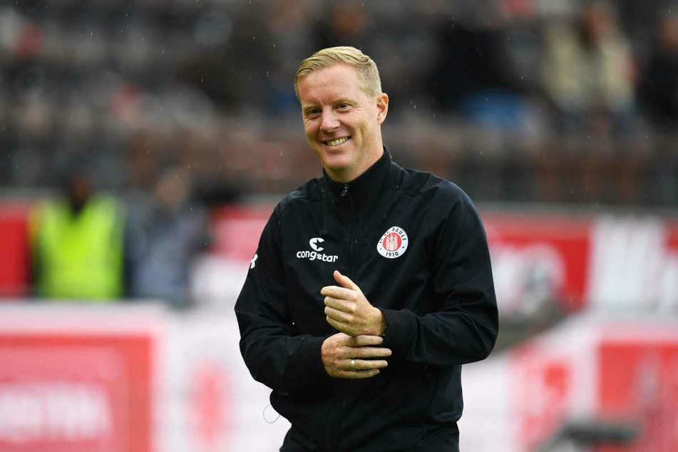 Timo Schultz (43), Trainer des FC St. Pauli war vor allem mit der ersten Halbzeit zufrieden. (Archivbild)