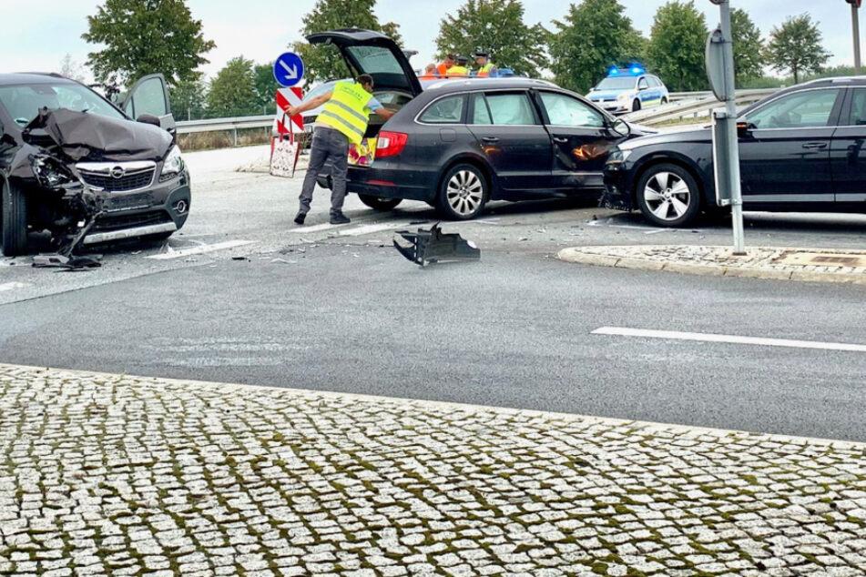 Unfall A17: Drei Autos kollidieren südlich von Dresden: Zwei Kleinkinder in Klinik