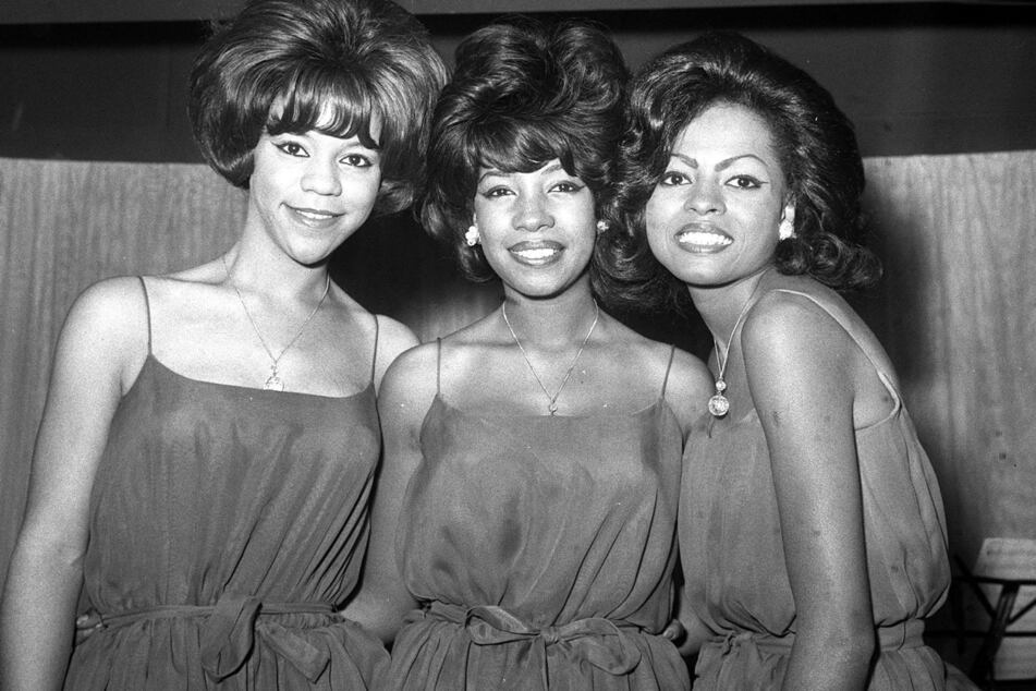 London 1964: Das US-amerikanische Trio The Supremes (Florence Ballard, Mary Wilson und Diana Ross) während eines Empfangs im EMI House.