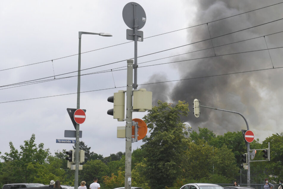 München: Fenster und Türen geschlossen halten! Brand sorgt in München für Großeinsatz