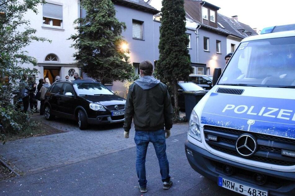 SEK-Einsatz in Köln: Tür bei Verdächtigem weggesprengt