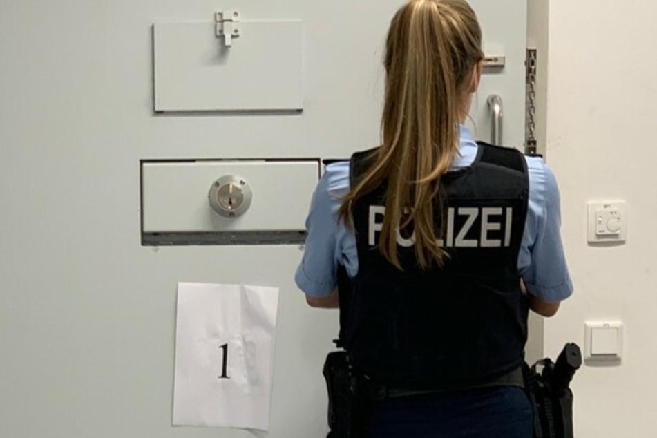 In Köln hat sich ein aus der Justizvollzugsanstalt Castrop-Rauxel geflohener Häftling (27) der Polizei gestellt. (Symbolbild)