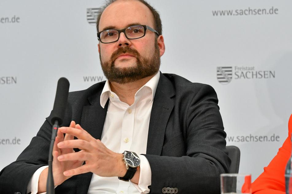Das Ministerium von Christian Piwarz (44, CDU) wirbt bei den Lehrern für Augenmaß beim Lernstoff.
