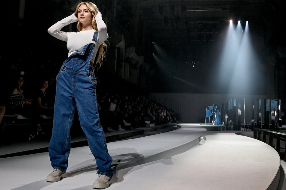 "Leni Klum als Model in ihrer Show ""Leni Klum x About You"" im Rahmen der About You Fashion Week in Berlin."