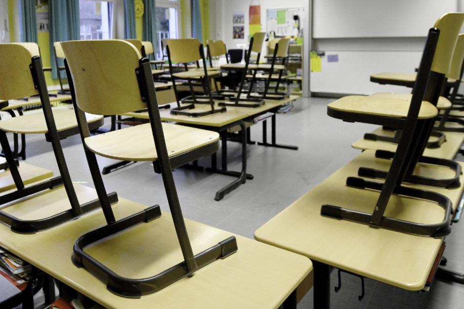 Corona-Irrsinn? Lehrer müssen trotz offizieller Schließungen in Schulen kommen