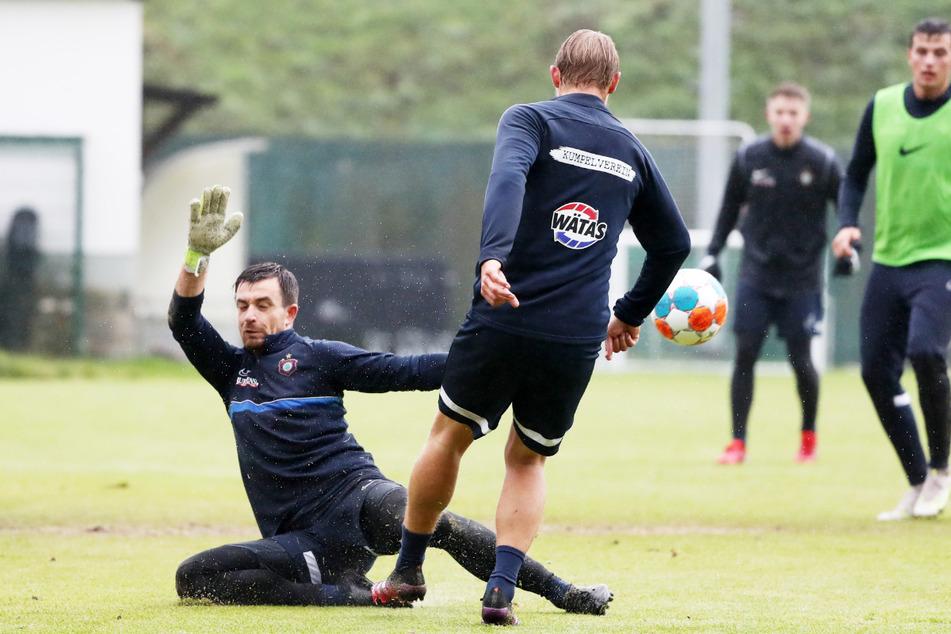 Im Training ging es in dieser Woche zur Sache - hier Martin Männel (33, l.) und Jan Hochscheidt (34).