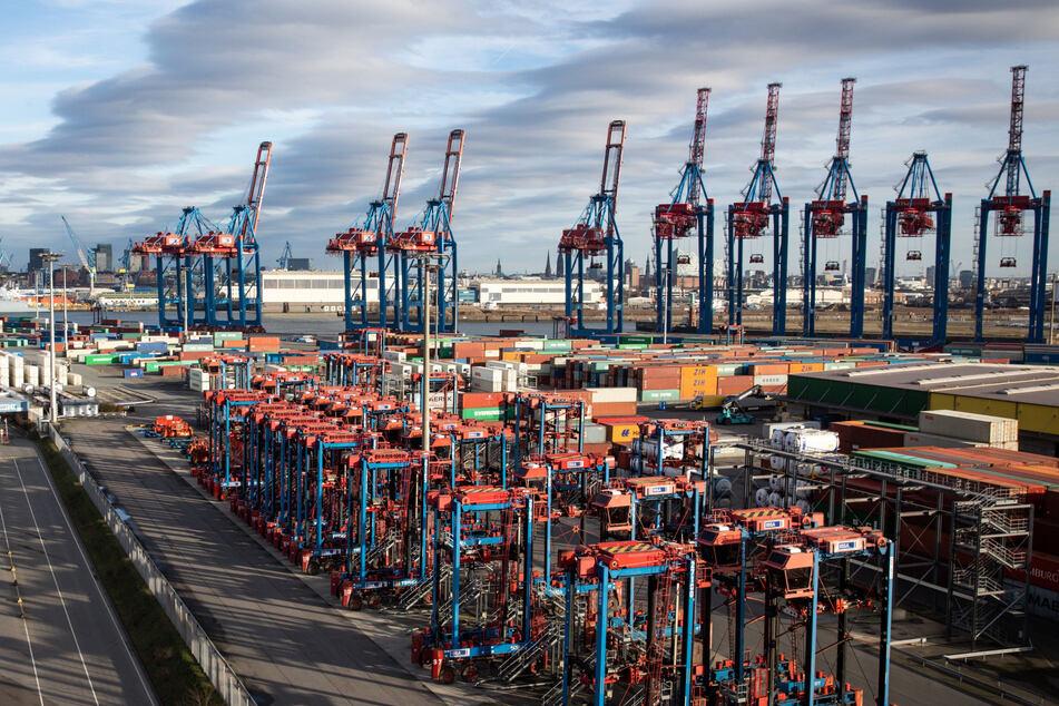 Blick über den Container Terminal Tollerort (CTT) der Hamburg Hafen und Logistik AG (HHLA). (Archivfoto)