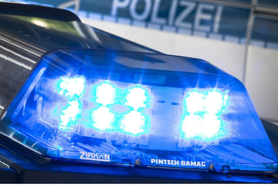 Berliner Polizist fährt mit Streifenwagen Treppe hinunter: Fahrerflucht vermutet