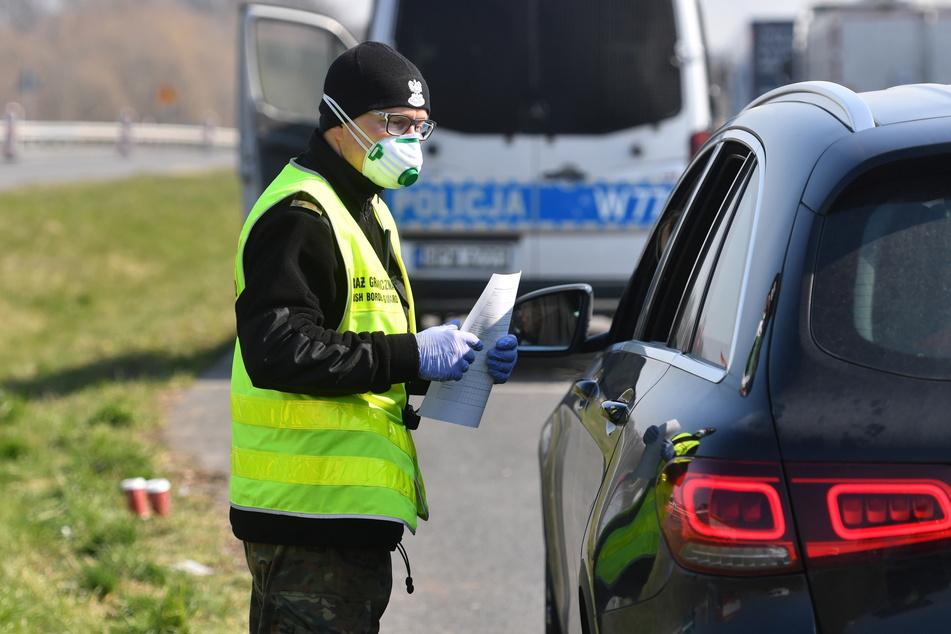 Im Kampf gegen die Corona-Pandemie will Polen seine Kontrollen an den Grenzen zu anderen EU-Ländern bis zum 12. Juni beibehalten.
