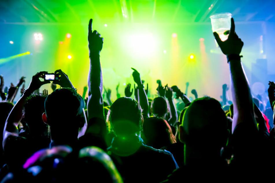 Trotz Corona-Krise: Polizei und Rettungskräfte feiern große Party