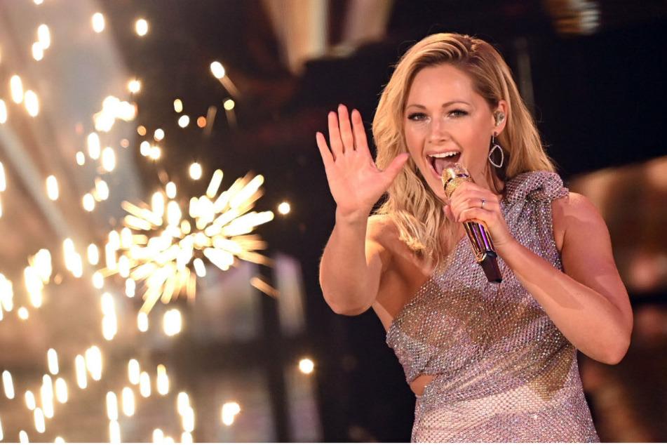 """Sängerin Helene Fischer (36) singt bei der TV-Spendengala """"Ein Herz für Kinder"""" auf der Bühne."""