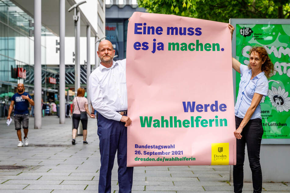 """""""Eine muss es ja machen"""": Markus Blocher (52, Kreiswahlleiter) und Lioba Buscher (53, Vize-Kreiswahlleiterin) stellen die Wahlhelfer-Kampagne vor."""
