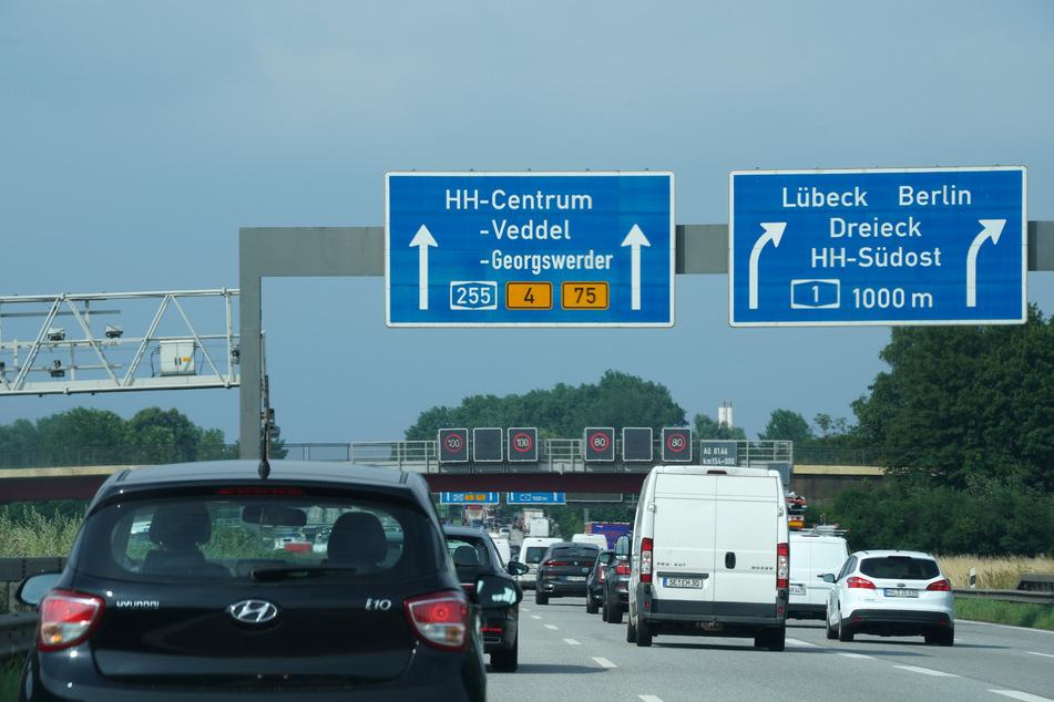 Auf den Autobahnen rund um Hamburg kann es am Wochenende zu Staus kommen!