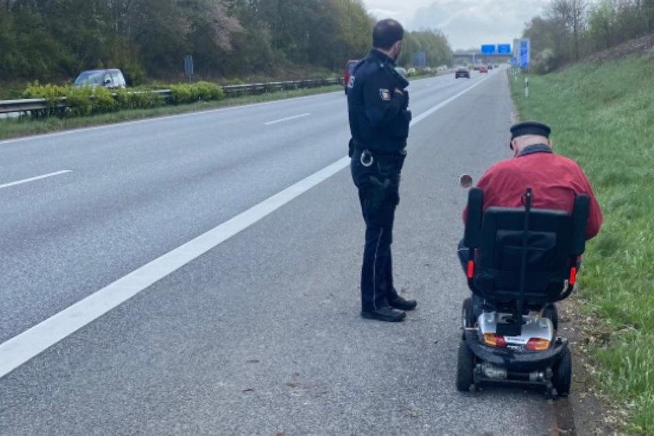Senior biegt falsch ab und landet mit E-Mobil auf Autobahn