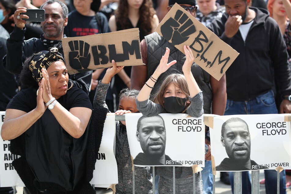 Weltweit finden in Folge des Todes von George Floyd, der in Polizeigewahrsam getötet wurde, Demonstrationen gegen Rassismus und Polizeigewalt statt