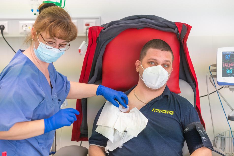 Marcel Welk (34) braucht zweimal im Monat eine Transfusion. Myasthenie tritt bei etwa 100 von einer Million Personen auf.