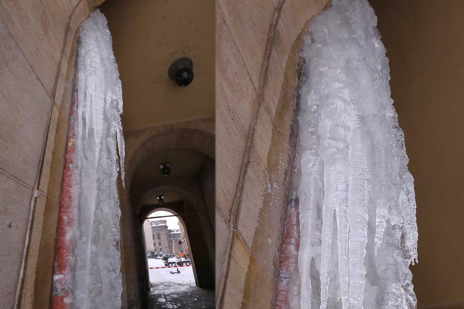 Diese faszinierenden Eiszapfen sorgten am Freitag für eine Sperrung an der Weißen Gasse.